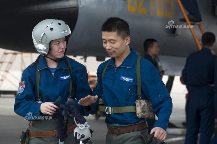 Bat ngo dan nu phi cong Trung Quoc nam 9 tan bom-Hinh-2
