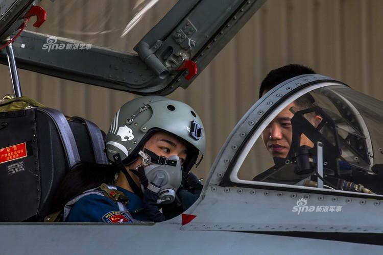 Bat ngo dan nu phi cong Trung Quoc nam 9 tan bom-Hinh-6