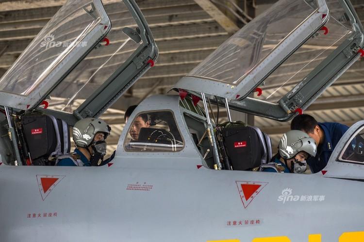 Bat ngo dan nu phi cong Trung Quoc nam 9 tan bom-Hinh-7