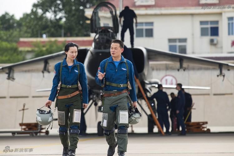 Bat ngo dan nu phi cong Trung Quoc nam 9 tan bom