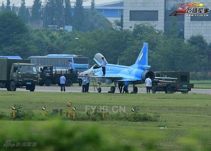 Lo dien may bay JF-17 dau tien Trung Quoc che cho Myanmar