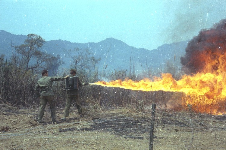 Nhung loai vu khi cam My da tung dung o Viet Nam-Hinh-5