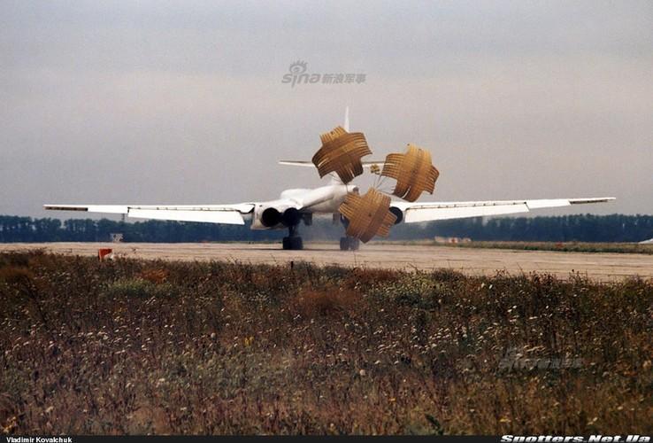 """Tai sao Nga ton tien che tao lai """"phao dai bay"""" Tu-160-Hinh-5"""