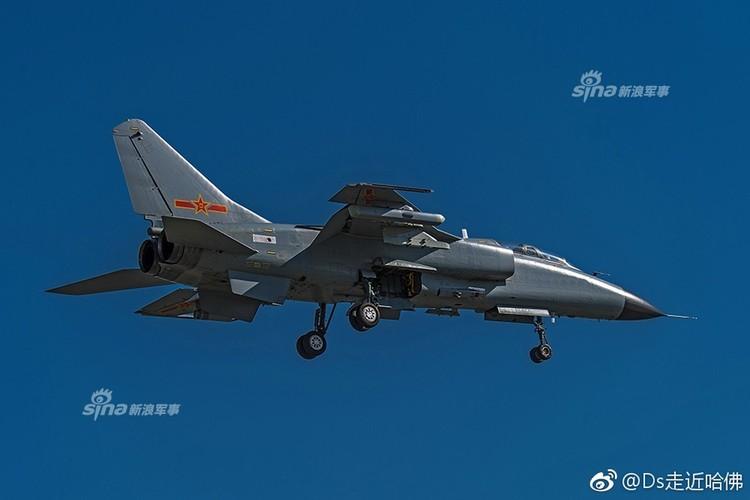 "Cuong kich JH-7 Trung Quoc ""khoe khoe"" pod gay nhieu dien tu-Hinh-2"