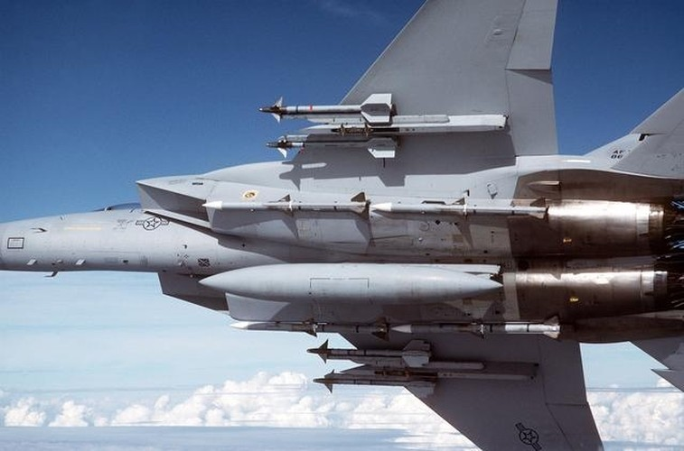 Them mot nan nhan bi ha boi tiem kich bat bai F-15-Hinh-8