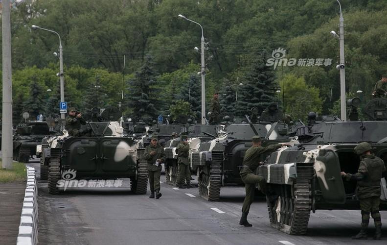 Hoanh trang khong kem Nga duyet binh cua Belarus-Hinh-5