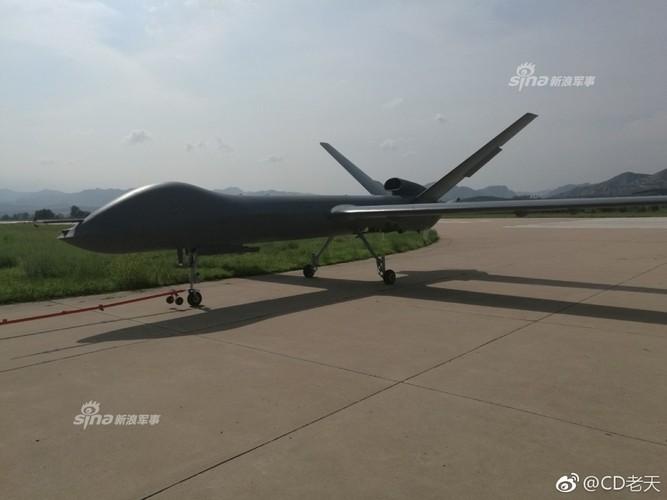 Dang gom may bay khong nguoi lai TQ bay lien tuc 6.000km-Hinh-2