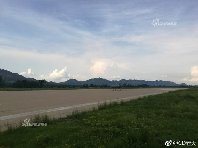 Dang gom may bay khong nguoi lai TQ bay lien tuc 6.000km-Hinh-4