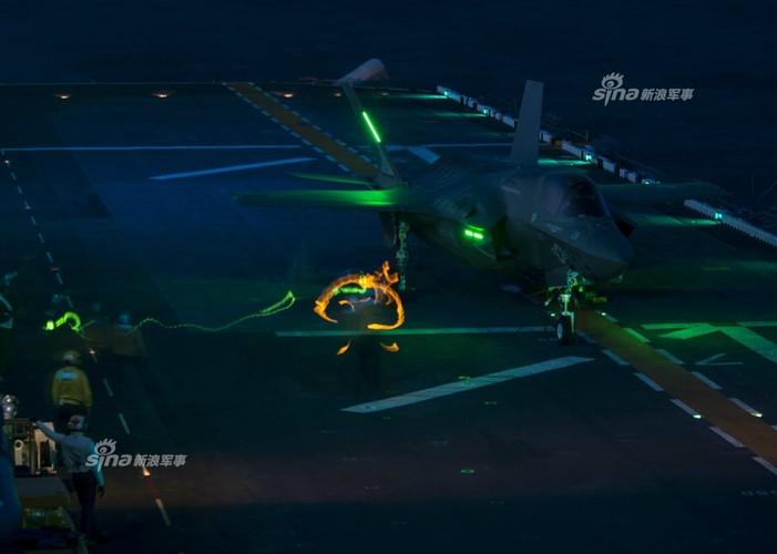 Tau do bo My mang F-35B huong ve ban dao Trieu Tien-Hinh-8