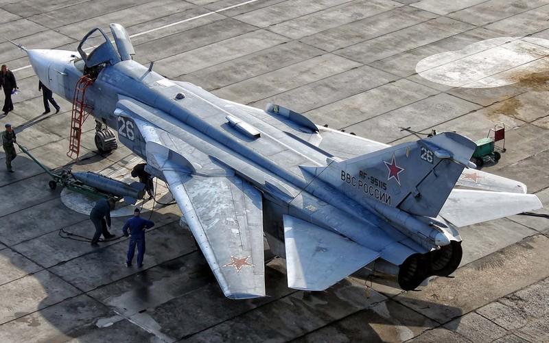 Nhung hung than canh cup canh xoe (4): Huyen thoai Su-24-Hinh-4