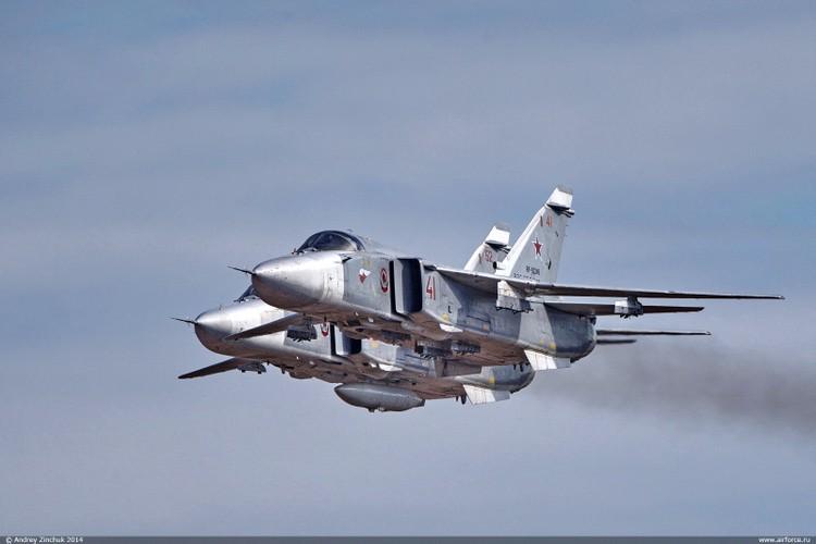 Nhung hung than canh cup canh xoe (4): Huyen thoai Su-24-Hinh-6