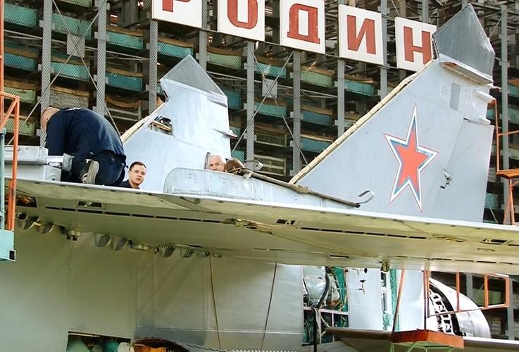 Kham pha bi mat noi hien dai hoa sieu co MiG-31-Hinh-10