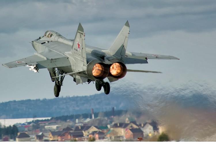 Kham pha bi mat noi hien dai hoa sieu co MiG-31