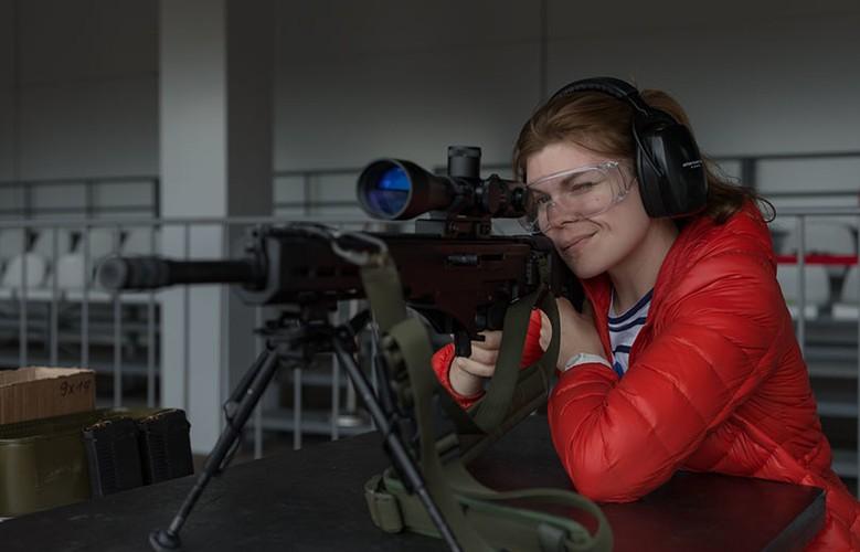 Gai xinh, sung xin tai gian hang cua Kalashnikov o ARMY-2017-Hinh-4