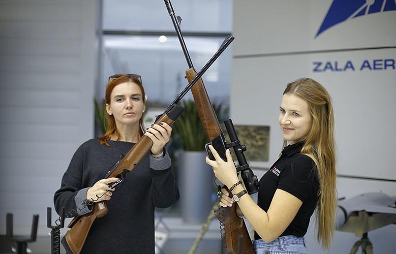 Gai xinh, sung xin tai gian hang cua Kalashnikov o ARMY-2017-Hinh-6