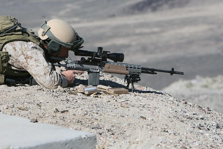 Mk 14 EBR sung truong ban tia yeu thich cua TQLC My-Hinh-10