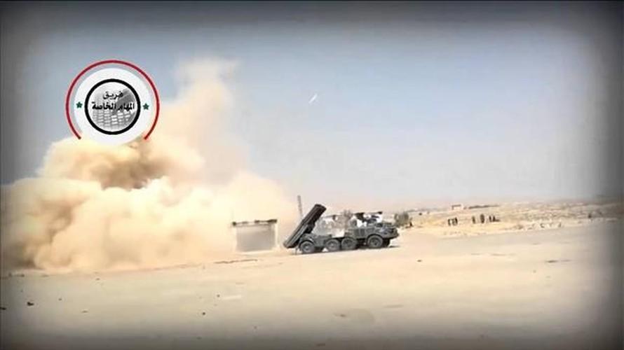 Quan doi Syria mang BM-27 Uranga ra ban IS o Deir Ezzor-Hinh-5