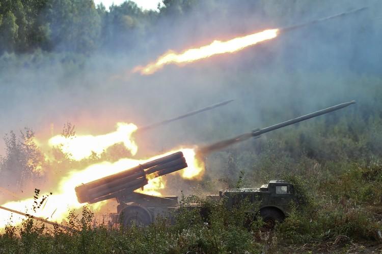 Quan doi Syria mang BM-27 Uranga ra ban IS o Deir Ezzor-Hinh-8