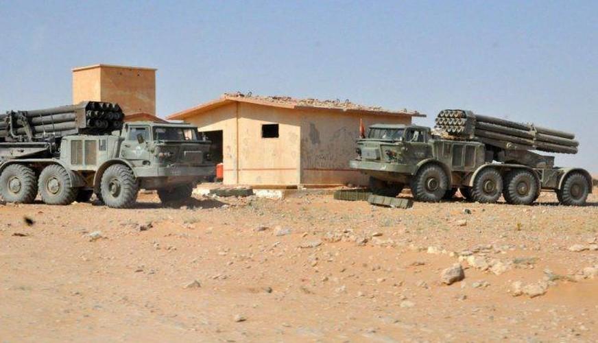 Quan doi Syria mang BM-27 Uranga ra ban IS o Deir Ezzor