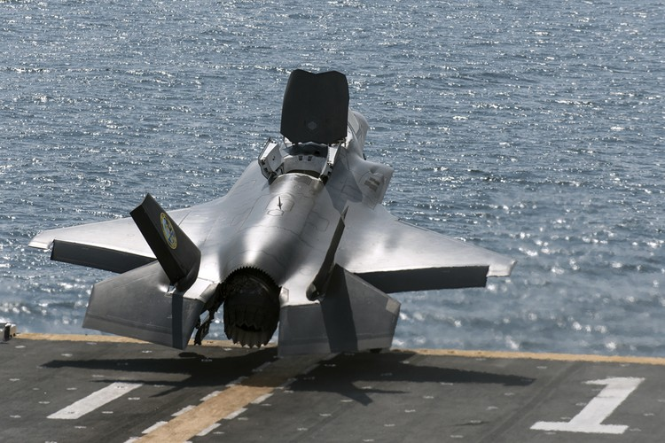 F-35 day loi My van tu tin dua vao truc chien-Hinh-7