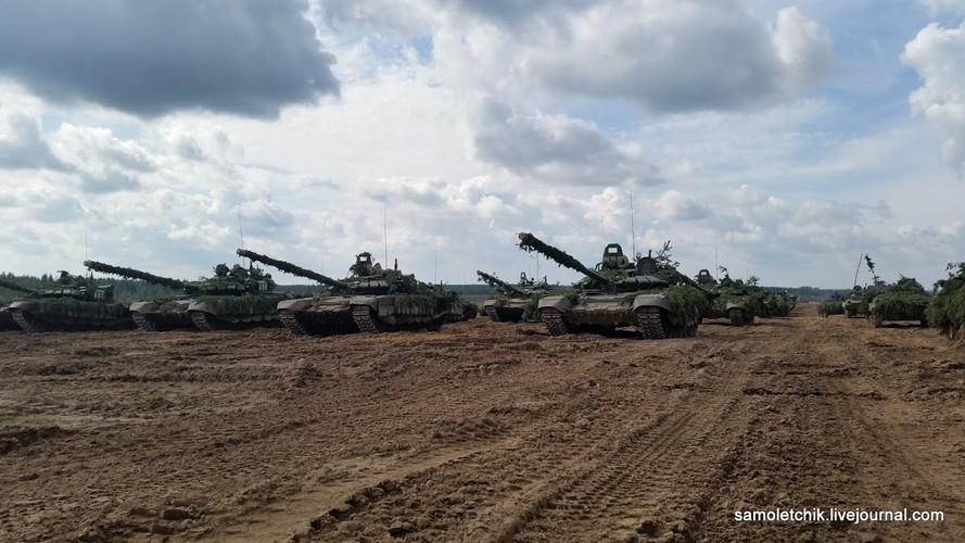 T-72B3 mod 2016 lan dau thuc chien ngay sat bien gioi NATO-Hinh-3
