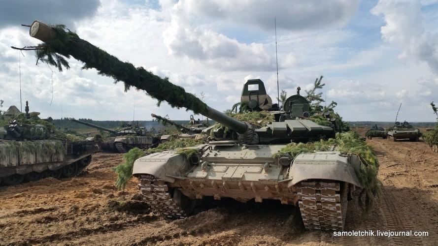T-72B3 mod 2016 lan dau thuc chien ngay sat bien gioi NATO-Hinh-4