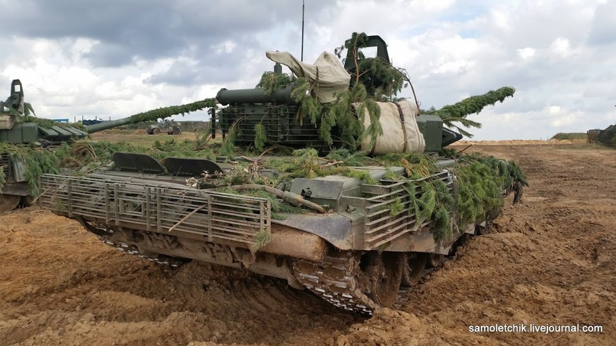 T-72B3 mod 2016 lan dau thuc chien ngay sat bien gioi NATO-Hinh-7