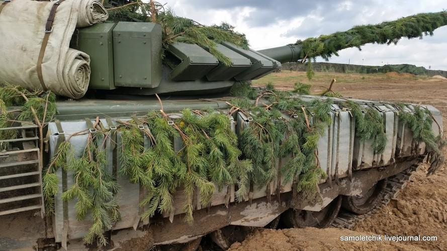 T-72B3 mod 2016 lan dau thuc chien ngay sat bien gioi NATO-Hinh-9