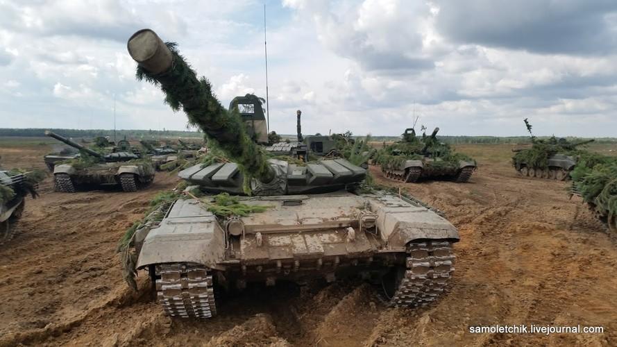 T-72B3 mod 2016 lan dau thuc chien ngay sat bien gioi NATO