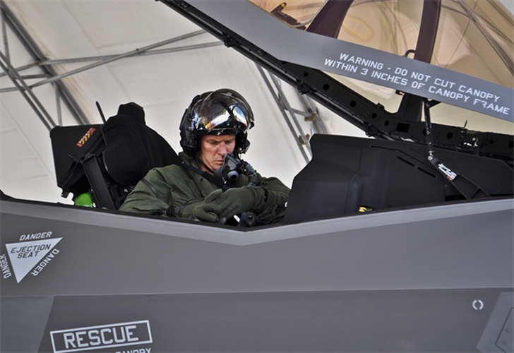 Be boi F-35: Cai ghe lam 22 phi cong My thuong vong-Hinh-2