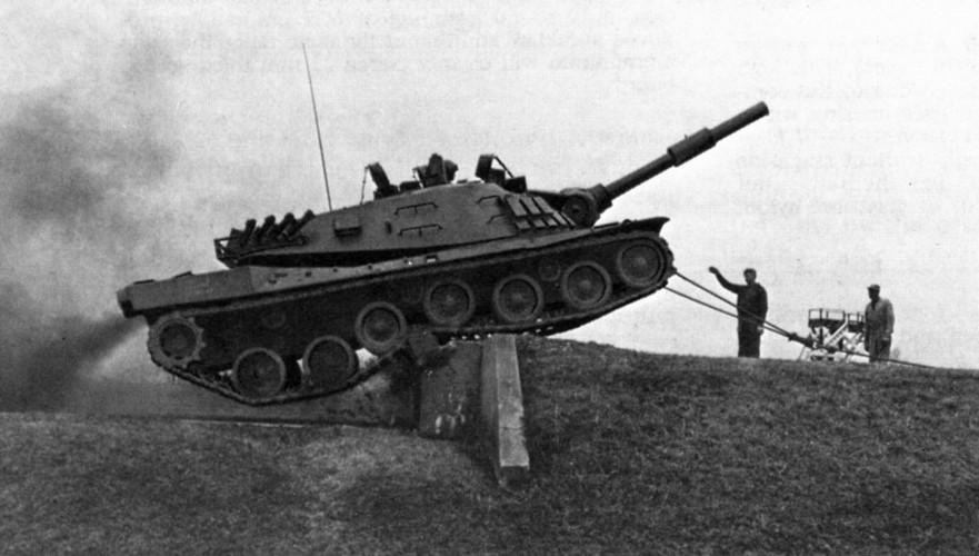"Sieu tang MBT-70: Khong ho danh ""Co xe tang"" Duc-Hinh-4"