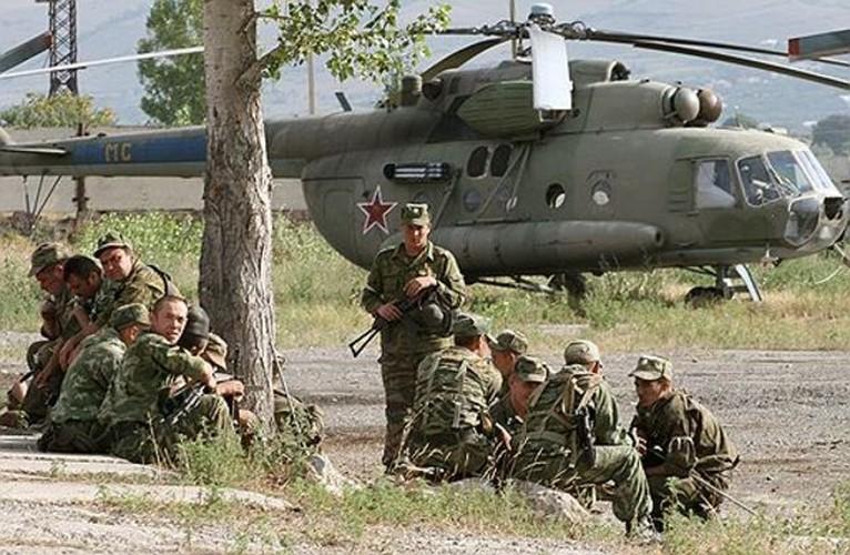 Chien tranh Gruzia: Quan doi Nga mang on NATO-Hinh-10