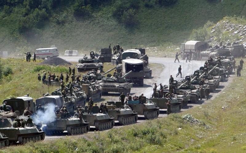 Chien tranh Gruzia: Quan doi Nga mang on NATO-Hinh-3