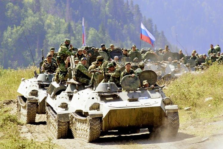 Chien tranh Gruzia: Quan doi Nga mang on NATO-Hinh-5