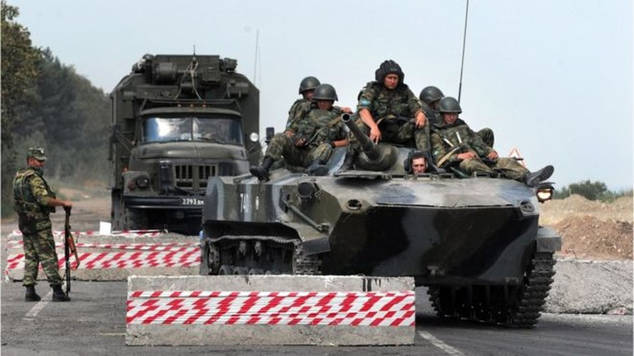 Chien tranh Gruzia: Quan doi Nga mang on NATO-Hinh-9