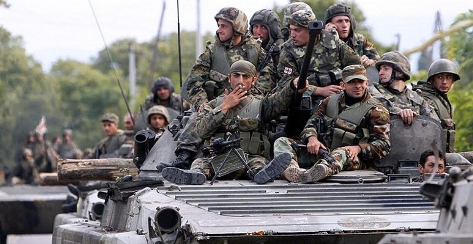 Chien tranh Gruzia: Quan doi Nga mang on NATO