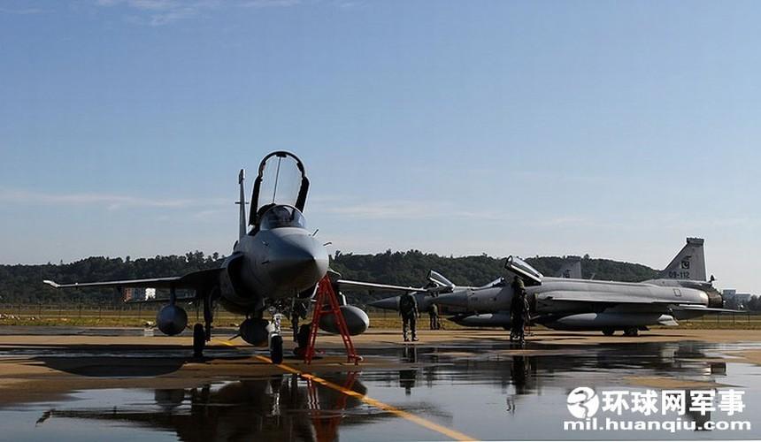 "Tien kich JF-17: Chuan NATO nhung gia hang ""cho"" cua Trung Quoc-Hinh-3"