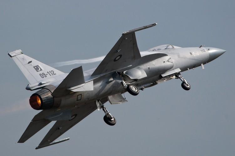 "Tien kich JF-17: Chuan NATO nhung gia hang ""cho"" cua Trung Quoc-Hinh-5"