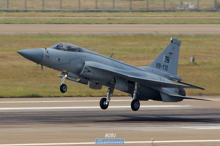 "Tien kich JF-17: Chuan NATO nhung gia hang ""cho"" cua Trung Quoc-Hinh-7"