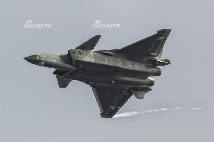 Nong: Trung Quoc da co trong tay hon 20 chiec J-20-Hinh-9