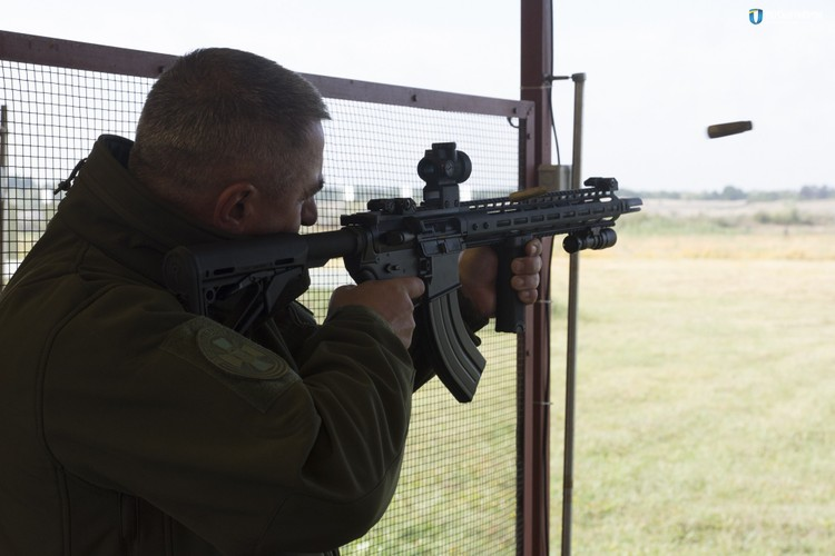 "Quan doi Ukraine ""thay mau"", thay luon ca AK-74-Hinh-8"