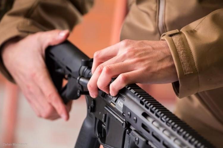 """Quan doi Ukraine """"thay mau"""", thay luon ca AK-74"""
