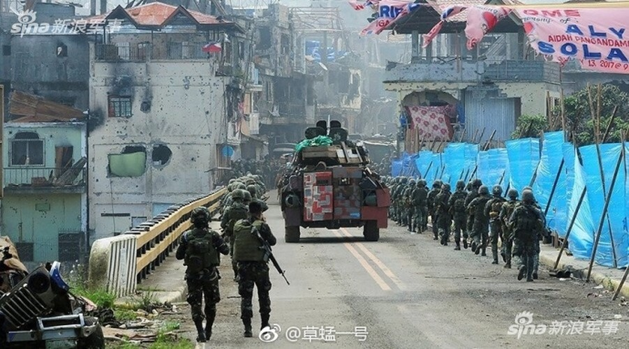 Nhung hinh anh dau tien ben trong Marawi, khi sach bong IS-Hinh-11