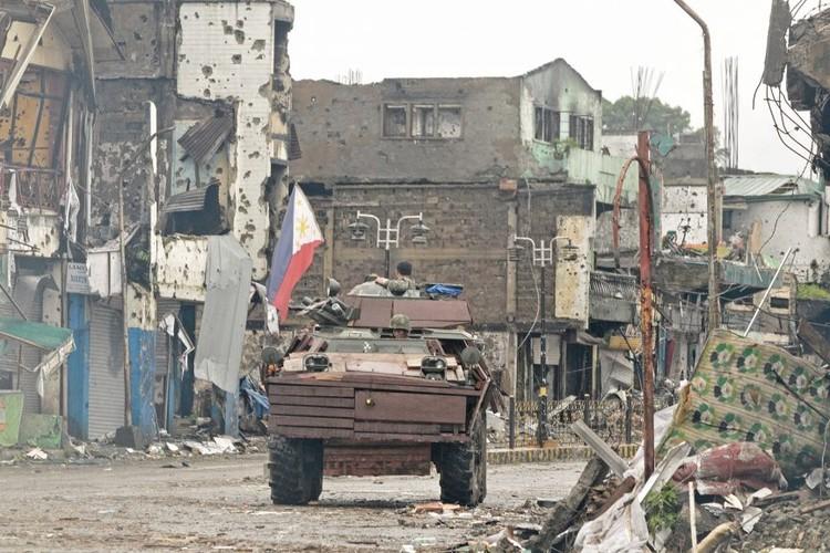 Nhung hinh anh dau tien ben trong Marawi, khi sach bong IS-Hinh-12