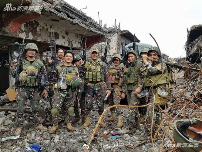 Nhung hinh anh dau tien ben trong Marawi, khi sach bong IS-Hinh-4