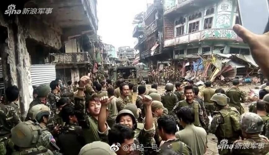 Nhung hinh anh dau tien ben trong Marawi, khi sach bong IS-Hinh-5
