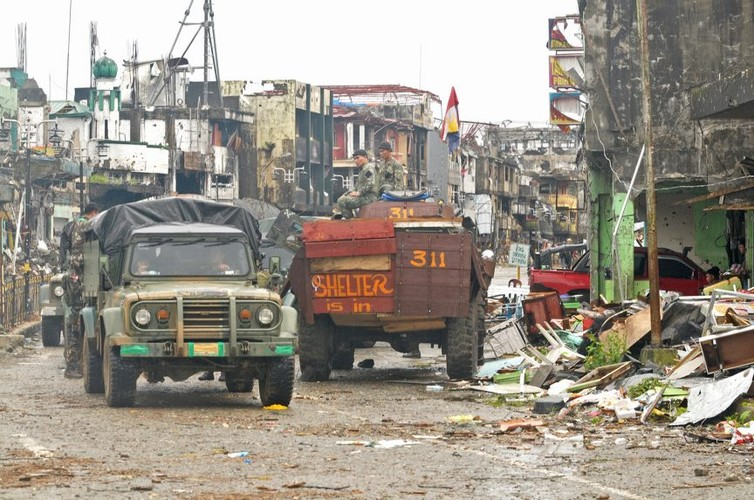 Nhung hinh anh dau tien ben trong Marawi, khi sach bong IS-Hinh-7