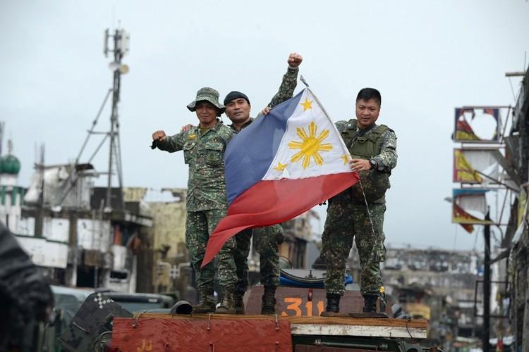 Nhung hinh anh dau tien ben trong Marawi, khi sach bong IS