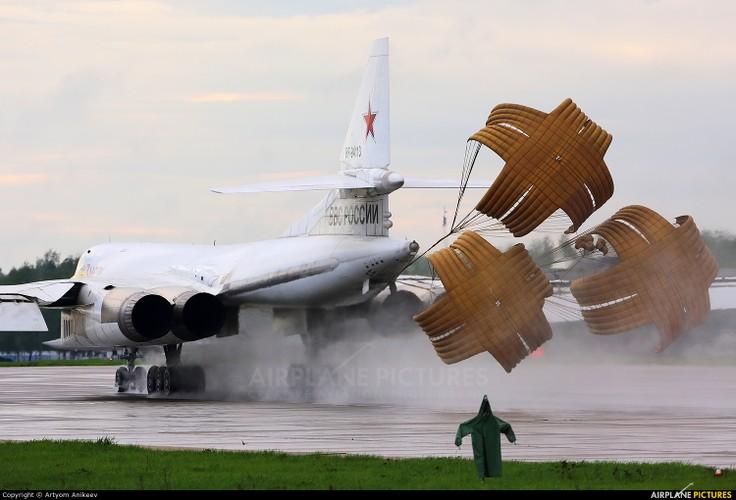 """Dung hoi Nga bao gio moi thay the """"Thien nga trang"""" Tu-160-Hinh-11"""
