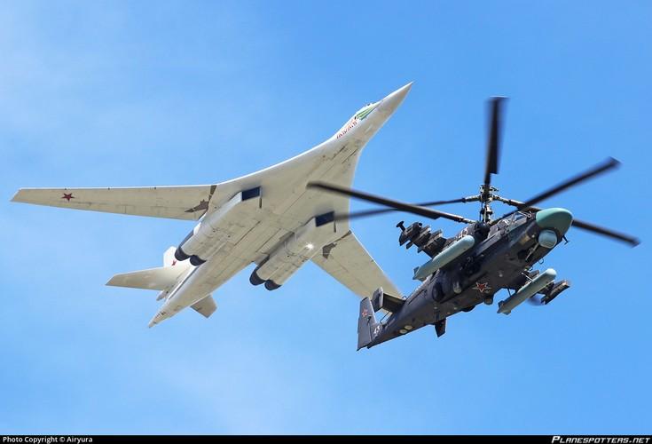 """Dung hoi Nga bao gio moi thay the """"Thien nga trang"""" Tu-160-Hinh-4"""